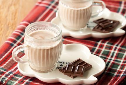 ミルクを注ぐだけ、簡単ホットチョコレート